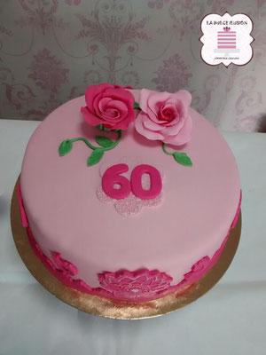 Tarta de fondant rosa. Tarta de fondant 60 cumpleaños. Tarta de fondant 60 aniversario