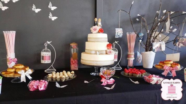 Tarta de boda personalizada de 3 pisos color beige con tul. Tartas de boda en Cartagena, Murcia. Tarta de boda espectacular.