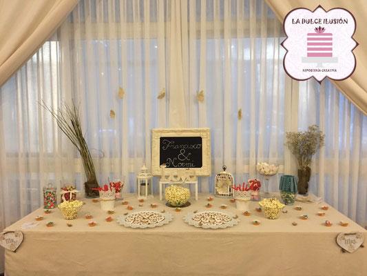 Mesa dulce boda estilo en Cartagena. Candy bar boda en Cartagena. Tarta de boda, decoracion mariposas y flores, cupcakes, cakepops, cookies, bagel, golosinas, decoracion floral natural. La dulce ilsuion