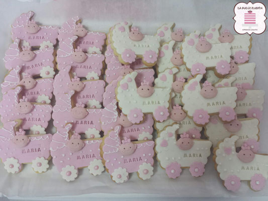 Galletas bautizo de niña. Galletas para Baby Shower de niña. Galleta de carricoche rosa y blanco.