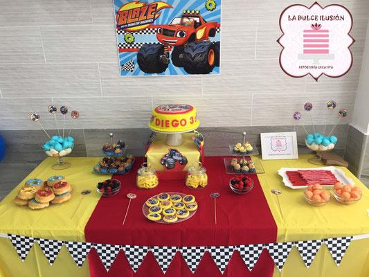Mesa dulce infantil Disney Pixar en Cartagena. Candy bar infantil Disney Pixar en Cartagena. Decoracion coches, Blaze, Cars, tarta de coches, macarons, cupcakes, cakepops, cookies, bagel, golosinas. Photocall infantil. La dulce ilsuion