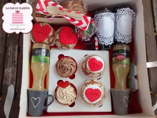 Desayunos a domicilio románticos en Murcia y Cartagena. Desayuno a domicilio romántico con galletas decoradas y repostería creativa recién hecha. Desayunos La dulce ilusión