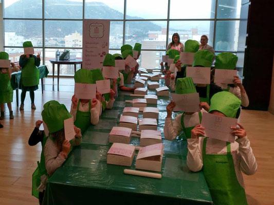 Taller repostería infantil en El Corte Inglés Cartagena, Murcia. Actividad de cocina con niños. Cursos minichef en Cartagena, Murcia. La dulce ilusión talleres de niños y niñas
