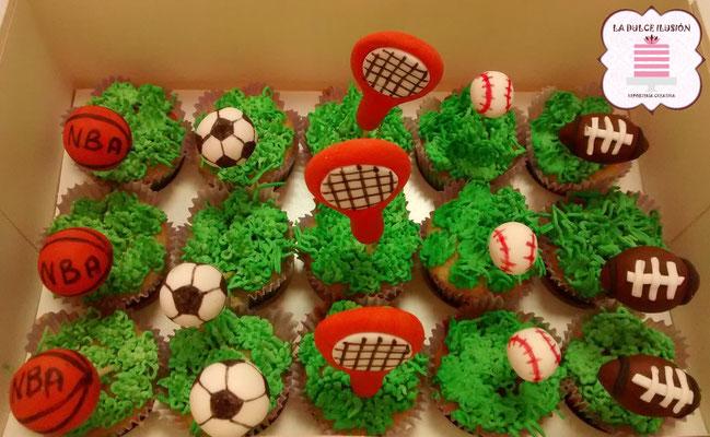 Cupcakes de futbol, tenis y baloncesto, color verde con fondant y dibujos. Cupcakes nba. Cupcakes rugby. Cupcakes futbol americano. Cupcakes de deporte. Cupcakes para celebración, mesa dulce, candy bar en Cartagena, Murcia. Dulces personalizados