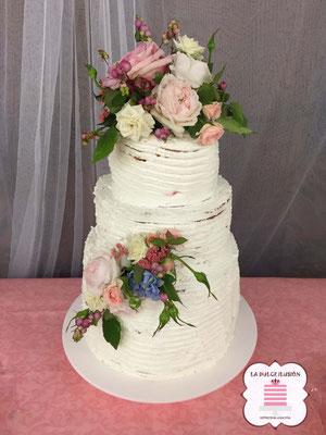 Tarta de boda personalizada de 3 pisos. Tarta desnuda con flores. Tartas de boda en Cartagena, Murcia. Tarta de boda espectacular.