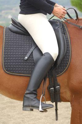 2. Talón correctamente colocado gracias a que el pelvis y las rodillas carecen de tensión.
