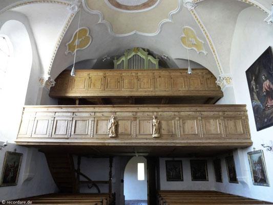 Doppelempore mit Orgel
