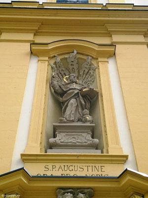 Figur des Hl. Augustinus an der Außenfassade