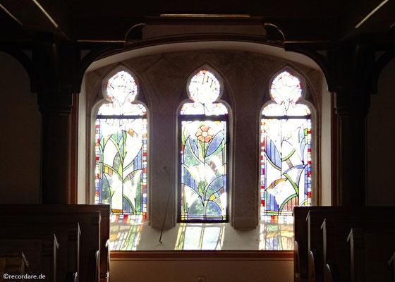Lilienfenster unter der Empore