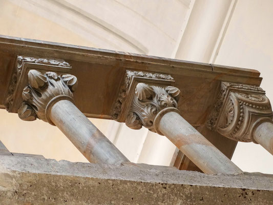 Blendarkaden-Verzierung der Grabkapelle