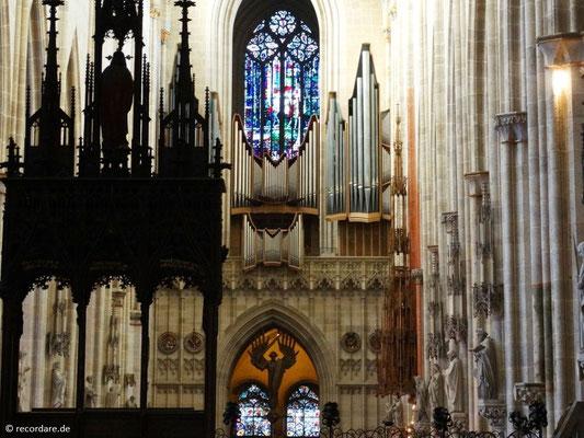 Blick durchs Kirchenschiff