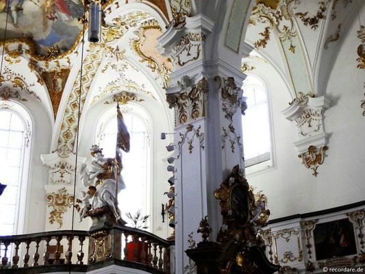Blick zur Empore mit Figur Hl. Florian