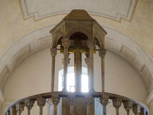 Kreuzaufbau Grabkapelle