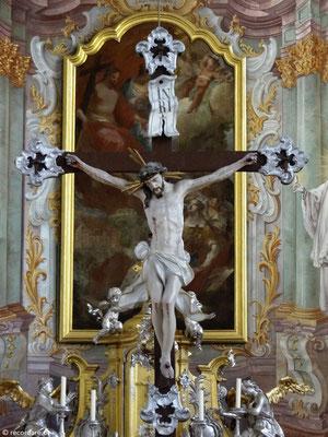 Hochaltar mit Altarkreuz