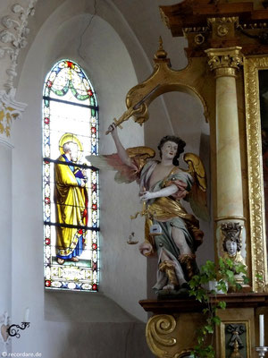 Statue Erzengel Michael mit Flammenschwert