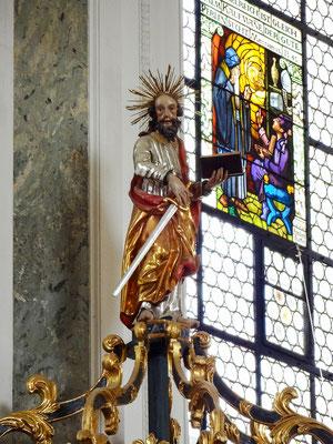 Figur des Hl. Paulus auf dem Kanzelschalldeckel
