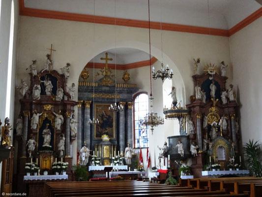 Blick in den Kirchenraum