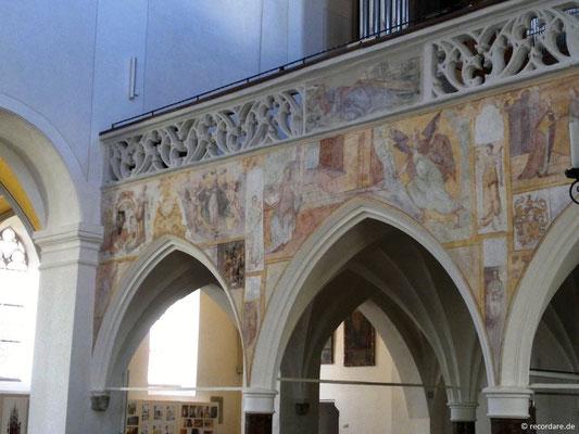 Romanische Malereien an der Empore