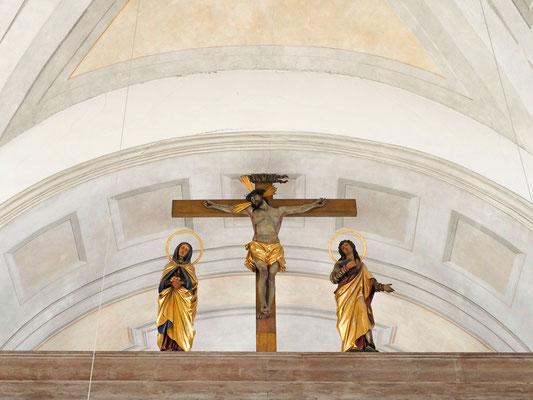Barocke Kreuzigungsgruppe als Übergang zur Grabkapelle