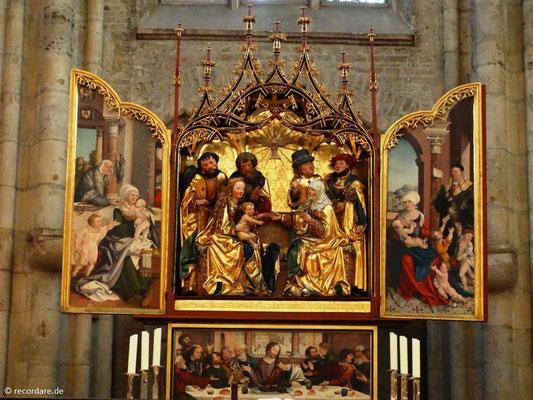 Choraltar mit Gotik und Renaissance-Stilelementen