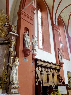 Nothelferfiguren zieren den Kirchenraum
