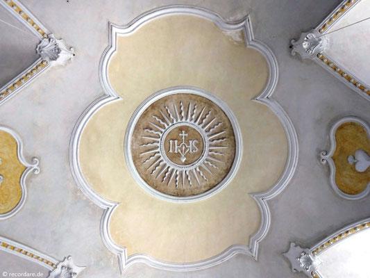 Gotisches Stichkappengewölbe mit Stuckverzierung