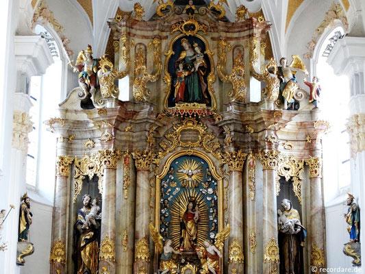 Hochaltar mit Seitenfiguren St. Josef und St. Antonius