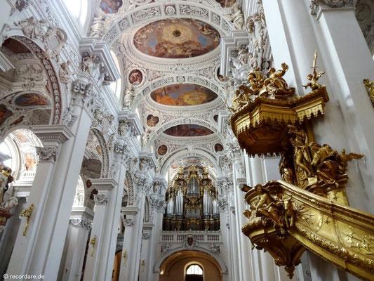 Blick rückwärts zur Orgel