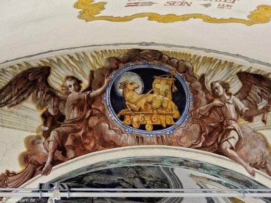"""Darstellung """"Lamm mit 7 Siegeln (Lamm Gottes)"""" im Chorbogen"""
