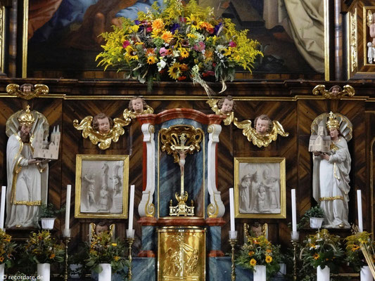 Assistenzfiguren Heinrich und Kunigunde und Relieftafeln mit Szenen aus dem Leben des Hl. Pankratius unter dem Hochaltargemälde