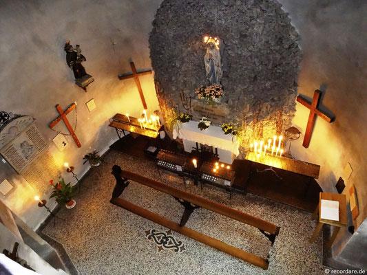 Blick auf die Lourdesgrotte