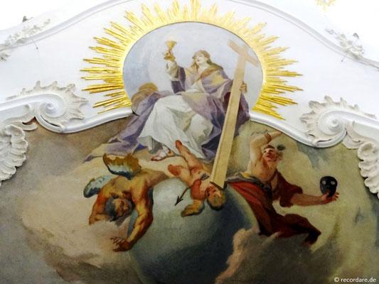 Hl. Barbara mit Kelch und Kreuz triumphiert über das Böse