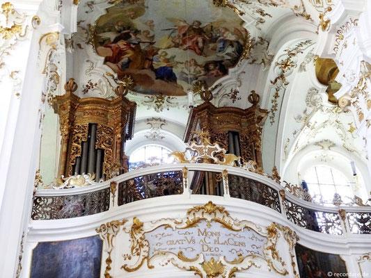"""Orgelempore mit Deckenfresko """"musizierende Engel"""""""