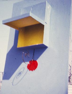 Orfeo. Pisa 1973. Titanlux y óleo sobre madrea, muelle de reloj y caja de zapatos. 50x100.