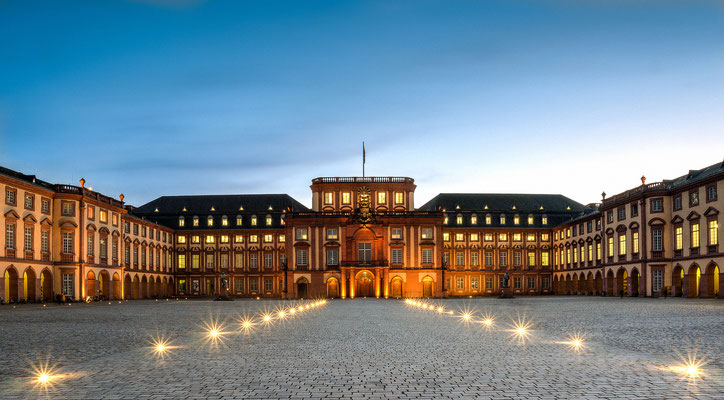 Mannheim - Ehrenhof Schloss Mannheim