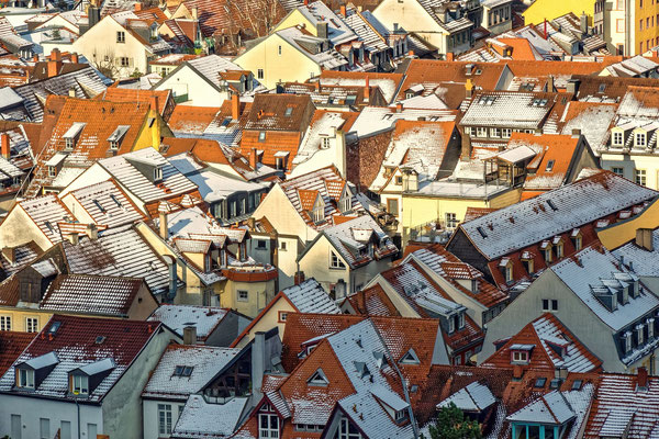 Altstadtdächer im Winter.
