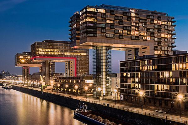 Köln. Kranhäuser am Rheinauhafen.