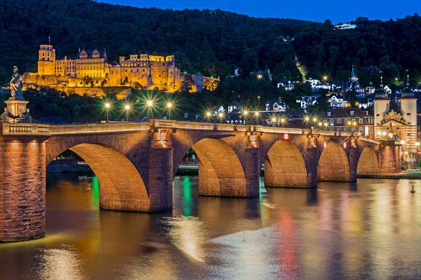 Heidelberger Altstadt zur Blauen Stunde.
