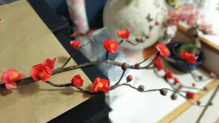 梅の花枝が和紙です。