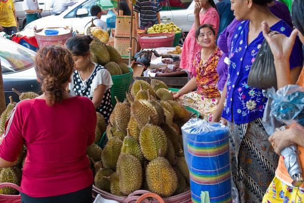 Yangon, Street Market
