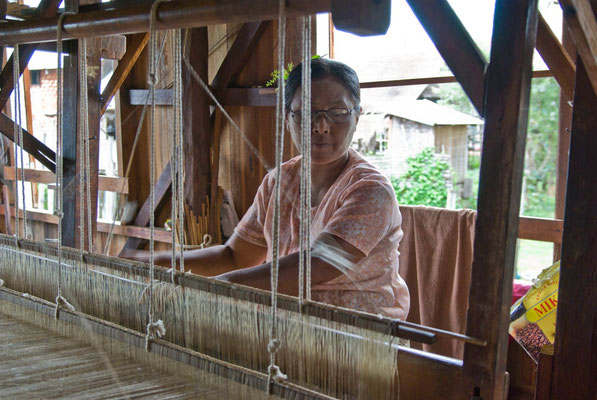 Lake Inle, weaving mill for lotus silk