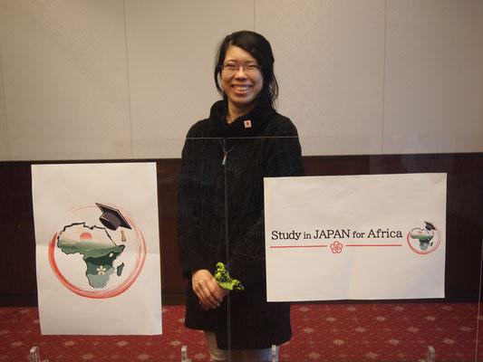 Ms. MIKAMI Sonoko happily presenting her design.
