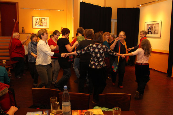 Women of the world - Communitydancing