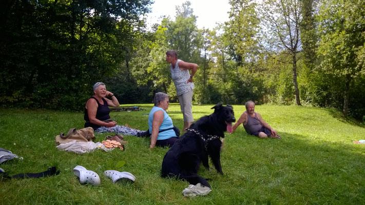 Am Huusemersee erhielten wir noch einen Spontanbesuch von Rägel und Elsi.