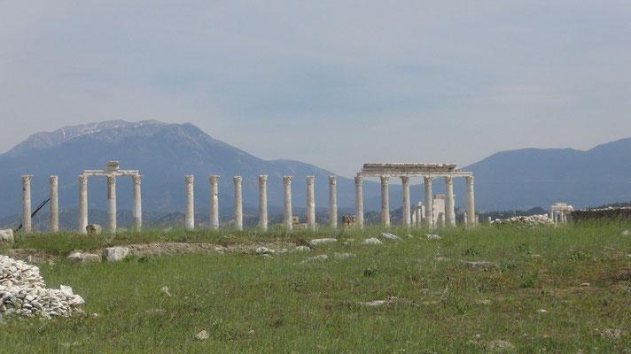 Laodicea. Blick auf die Berge der Kaltwasserquellen