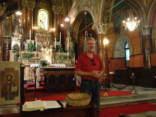 Bernd spricht in der Polkarp-Kirche zu Smyrna
