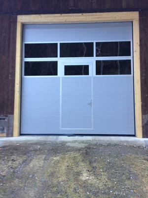 Sektionaltor mit Türe nach Innen öffnend