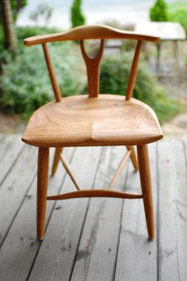 木の椅子 シンプル 軽い 座り心地 良い