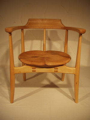 木の椅子 肘掛 アームチェア 美しい 曲線