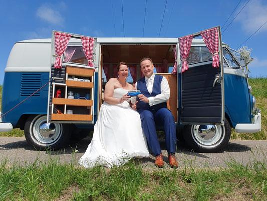Hippiebusje trouwen
